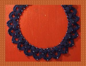 Kette mit eingehaekelten Perlen
