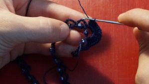 Kette mit eingehäkelten Perlen (15)