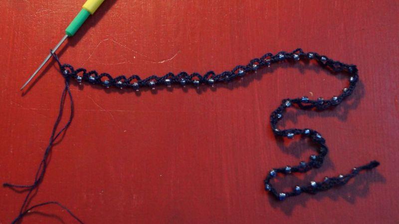 Kette mit eingehäkelten Perlen (2)