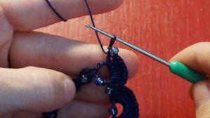 Kette mit eingehäkelten Perlen (25)
