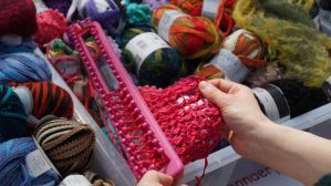 Wolle-Fest und Stoff-Messe_Straight Knitting Loom_2015-04-19 14.09.37